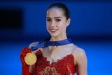 Олимпийская икона стиля: Алина Загитова не только спортсменка, но и просто красавица