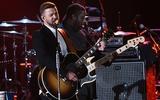 "Джон Ледженд, Тимберлейк и Стинг споют на сцене ""Долби"" во время церемонии ""Оскар"""