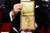 В Стокгольме вручили Нобелевские премии (ВИДЕО)