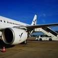 Очевидцы сняли на видео посадку пассажирского самолёта без переднего шасси