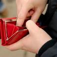 СМИ: Россияне все активнее забирают деньги из банков