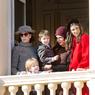 Княжеская семья Монако просится на рождественские открытки