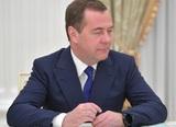 Медведев: вакцинацию от коронавируса надо проводить одновременно во всех странах