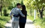 Учёные выяснили, от чего зависит наклон головы при поцелуе