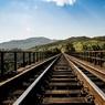 Пассажирский поезд рухнул с моста на проезжую часть в США