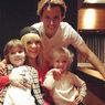 """""""Папа, хватит свой влог снимать"""": Галкин и Пугачева устроили шоу для ужинающих детей"""